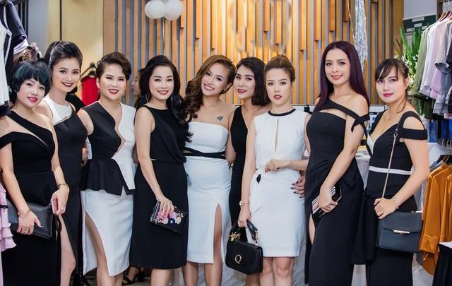Gặp cựu người mẫu Thúy Hằng, Minh Hương và Vân Hugo khen đàn chị giữ được vóc dáng đẹp, trẻ trung sau nhiều năm. Cả hai thú thật với người mẫu Thúy Hằng rằng, nhiều lúc vẫn nhầm lẫn Thúy Hằng và Thúy Hạnh, khó lòng phân biệt nổi hai chị.