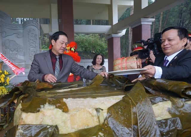 Kinh phí thực hiện hoạt động dâng bánh chưng được huy động nguồn xã hội hóa từ các thành viên Hiệp hội du lịch Nghệ An và kêu gọi tài trợ bên ngoài.