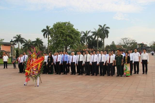 Tổng Bí thư Nguyễn Phú Trọng và các vị lãnh đạo Đảng, Nhà nước, các Bộ, ngành Trung ương tri ân các anh hùng, liệt sĩ tại Thành cổ Quảng Trị