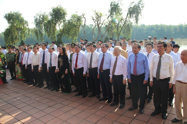 Tổng Bí thư Nguyễn Phú Trọng và các vị lãnh đạo Đảng, nguyên lãnh đạo Đảng tri ân cố Tổng Bí thư Lê Duẩn