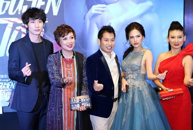Đạo diễn Đặng Thái Huyền trong ngày ra mắt phim Lời nguyền gia tộc. Ảnh: NVCC.