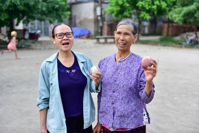 Từ một môn thể thao quý tộc giờ đây bóng cửa trở nên gần gũi, bình dị và phát triển thành phong trào ở các làng quê Việt.