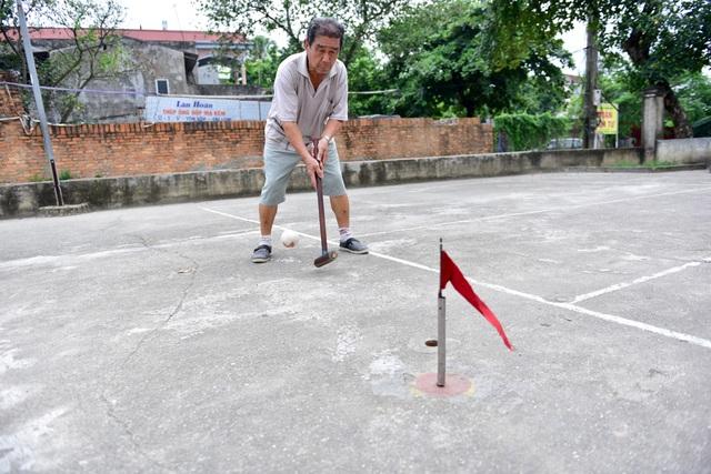 Trong quá trình thi đấu, các thành viên trong đội dùng trái bóng của đội mình để làm cầu nối tiến đến cột cờ giữa sân, và phá bóng của đối phương ra ngoài sân, buộc đối thủ phải chơi lại từ đầu. Mỗi người trong đội nếu hoàn thành tốt lượt chơi sẽ được tối đa 5 điểm.