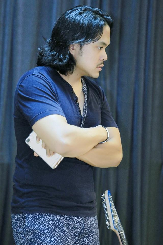 Bạn trai danh ca Thanh Hà làm khán giả, quan sát toàn bộ phần tập luyện của cô.