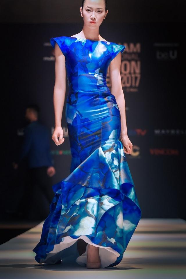 BST sẽ được trình diễn bởi Top 5 Hoa hậu Việt Nam - Phạm Thủy Tiên