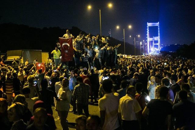 Quân đội và cơ quan tình báo Thổ Nhĩ Kỳ đẩy trách nhiệm cho nhau về việc chậm phát hiện âm mưu đảo chính. (Ảnh: Reuters)