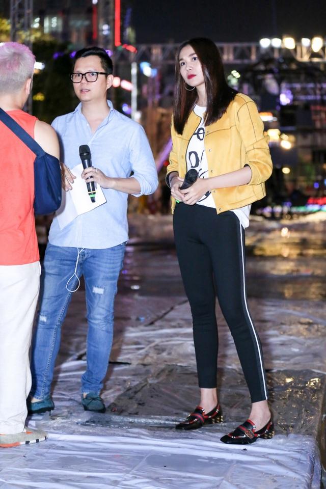 Tổ đạo diễn 4 người gồm: đạo diễn Long Kan, siêu mẫu Thanh Hằng, Tạ Nguyên Phúc và Nguyễn Ngọc Thụy kết hợp ăn ý với nhau tạo nên sự thành công cho chương trình Lễ hội thời trang và công nghệ 2017