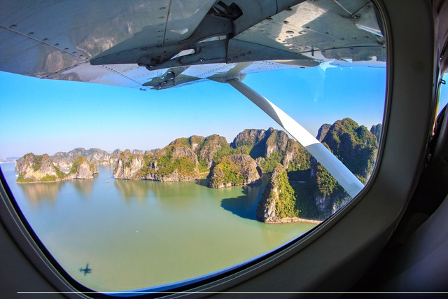 Đạo diễn phim Kong trở lại thăm Vịnh Hạ Long bằng thuỷ phi cơ - 7