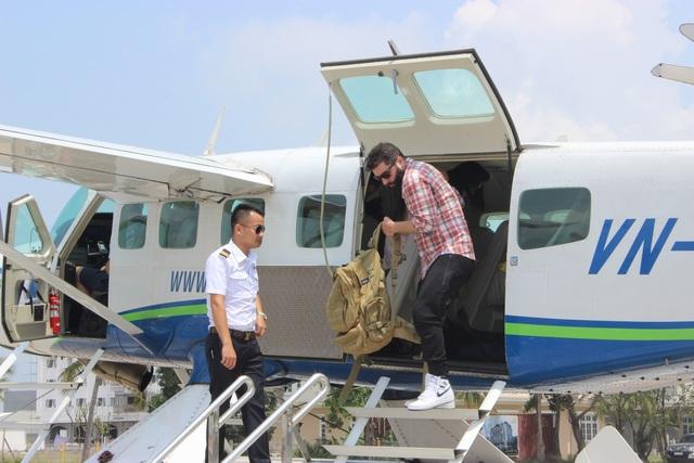 Đạo diễn phim Kong trở lại thăm Vịnh Hạ Long bằng thuỷ phi cơ - 1