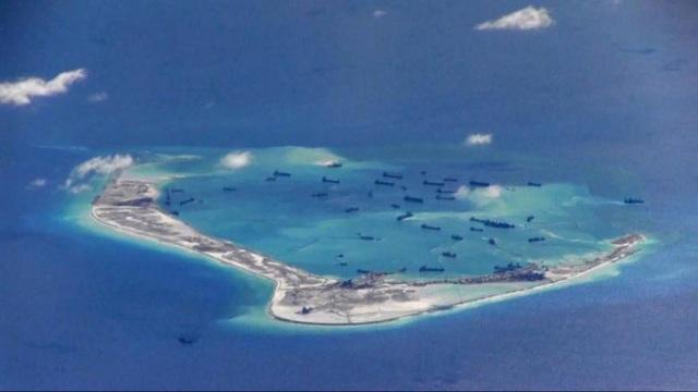 Các tàu của Trung Quốc hiện diện phi pháp tại Vành Khăn thuộc quần đảo Trường Sa của Việt Nam (Ảnh: Reuters)