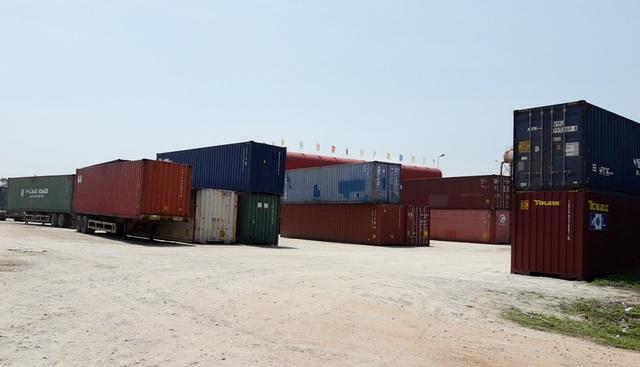 Bãi tập kết container trái phép