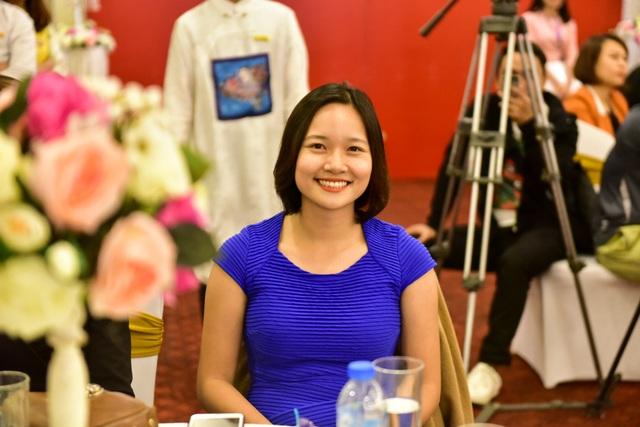 Chiếc áo dài đã được đấu giá với mức 460 triệu đồng. Người đấu giá thành công là bà Phạm Thị Kim Thơm - Giám đốc Công ty TNHH Drossapharm Á Châu (Việt Nam).