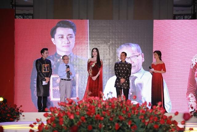 Nhà báo Nguyễn Lương Phán, Phó TBT báo Dân trí (thứ 2 từ trái sang) đã đại diện tiếp nhận những đóng góp của các nhà hảo tâm.