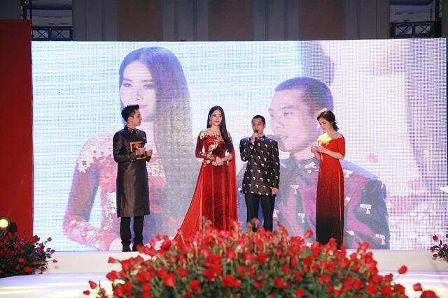 Ông Phạm Văn Ninh (CEO BĐS Thái Sơn Real) là người đấu giá thành công chiếc áo dài.