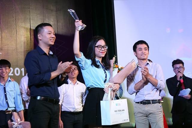 Sau những phút tranh biện, phản biện căng thẳng, Quỳnh Nga đã lên ngôi Thủ lĩnh tân sinh viên Học viện Ngoại giao một cách thuyết phục.
