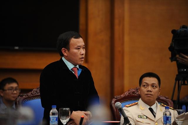 Một trong 10 Gương mặt trẻ Việt Nam tiêu biểu, anh Giàng Seo Châu - Chủ tịch xã Mản Thẩn, huyện Si Ma Cai, Lào Cai trình bày nguyện vọng giúp người nông dân vùng cao thoát nghèo.