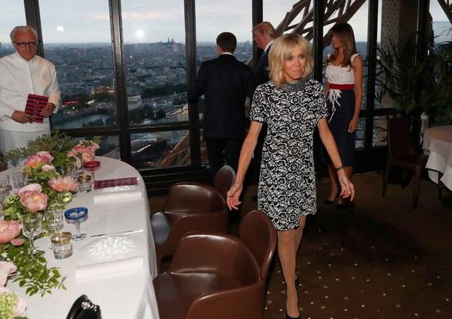 Bà Brigitte dường như ưa chuộng các thiết kế trẻ trung (Ảnh: Reuters)