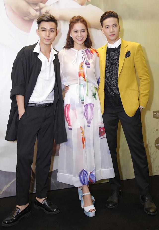 Jun cùng S.T và Ninh Dương Lan Ngọc đến ủng hộ Ngô Thanh Vân