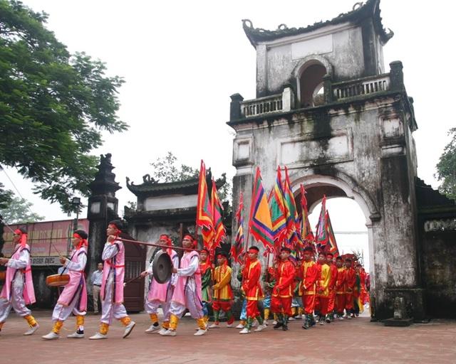 Những năm gần đây, lễ hội truyền thống đền Trần được tổ chức quy mô, bài bản, tái hiện lại nhiều nghi thức văn hóa