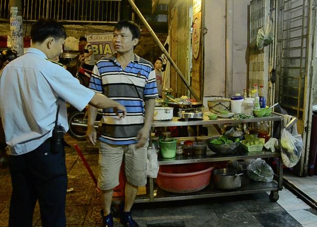 Quán nhậu trên đường Hoàng Sa lấn chiếm vỉa hè bị xử lý