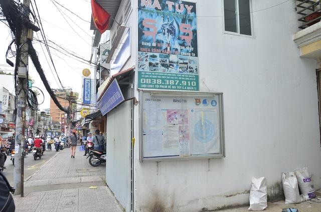 Trụ sở khu phố 3 của phường Tân Định xây lấn ra vỉa hè