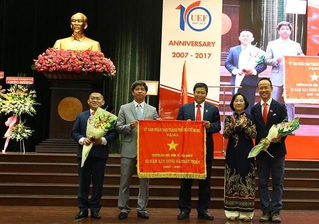 Trường ĐH Kinh tế - Tài chính TP.HCM nhận Huân chương lao động hạng ba