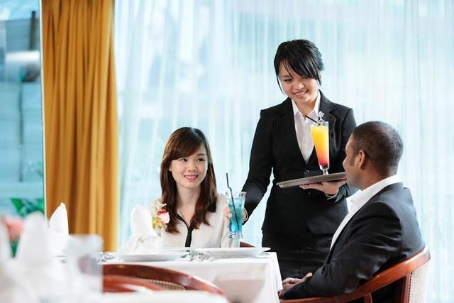 Sinh viên giờ thực hành - Khoa Du lịch Khách Sạn MDIS