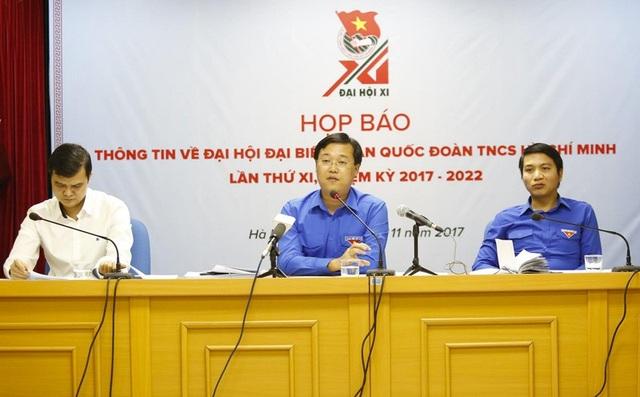 Bí thư thứ nhất Trung ương Đoàn Lê Quốc Phong (giữa) trao đổi thông tin về Đại hội đại biểu toàn quốc Đoàn TNCS HCM sắp diễn ra trong buổi họp báo.