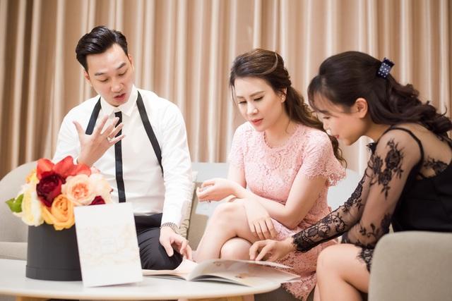 MC Thành Trung đưa vợ sắp cưới, Ngọc Hương đi chọn váy cưới.