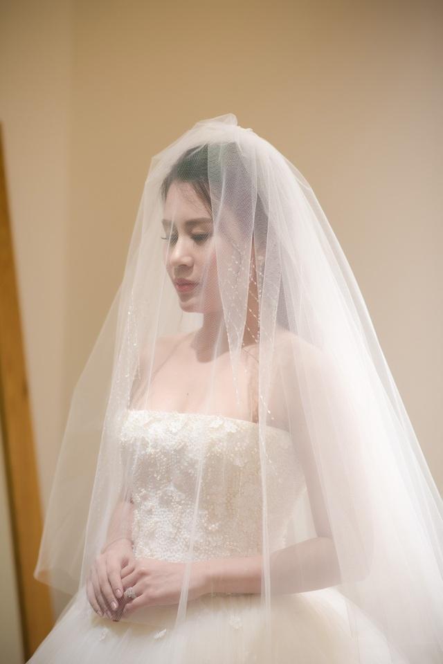Cô dâu Ngọc Hương quyến rũ.