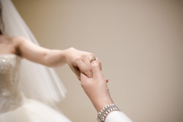 Trước ngày cưới chính thức 2 ngày, MC Thành Trung bất ngờ tung clip cầu hôn hài hước và lãng mạn dành cho vợ của mình.