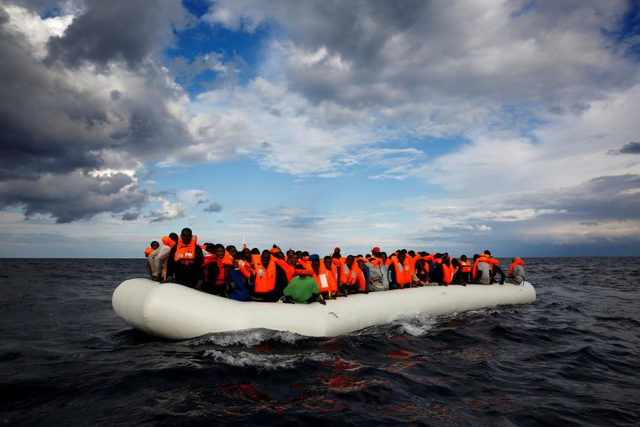 Làn sóng di cư ở Địa Trung Hải: Khi nhiệt độ ấm dần lên sau mùa đông giá lạnh, số lượng người di cư bất chấp nguy hiểm vượt qua Địa Trung Hải để đến những miền đất mới ở châu Âu cũng sẽ tăng trở lại trong năm 2017.