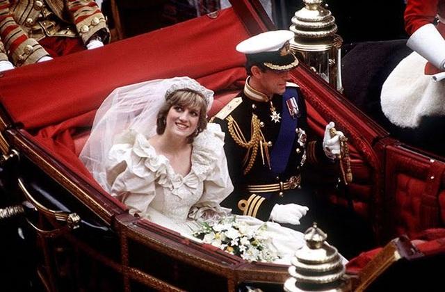 Công nương Diana cùng chồng - Thái tử Charles rạng rỡ trong ngày cưới năm 1981 (Ảnh: Getty)