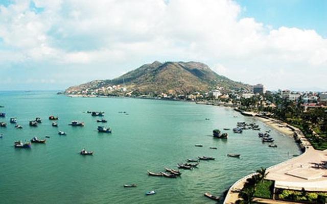 Biển Long Hải đem đến vẻ đẹp hoang sơ, thơ mộng, níu chân du khách.