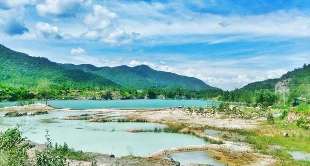 Toàn cảnh Hồ Đá Xanh.