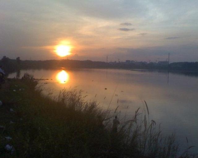 Hồ Đá đẹp nhưng ẩn chứa nhiều nguy hiểm.