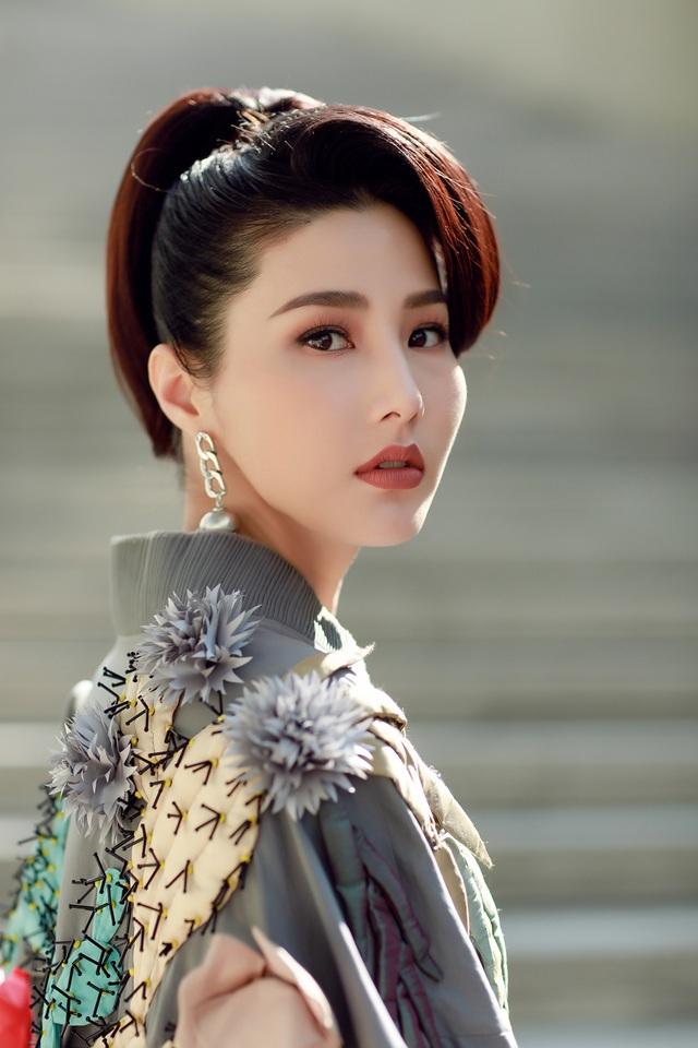 Sau chuyến công tác dài ngày cùng đoàn phim Cô Ba Sài Gòn tham dự Liên Hoan Phim Busan 2017, Diễm My 9x kết hợp tham dự Tuần Lễ Thời trang Seoul.