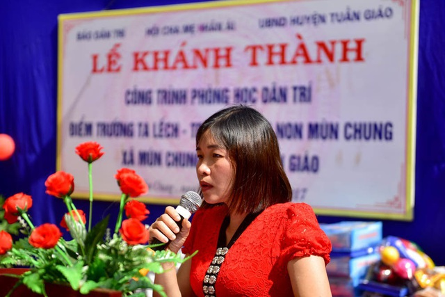 Cô Quàng Thị Huệ, Hiệu trưởng trường mầm non Mùn Chung phát biểu cảm ơn tấm lòng bạn đọc Dân trí đã dành cho cô và tro điểm trường Ta Lếch