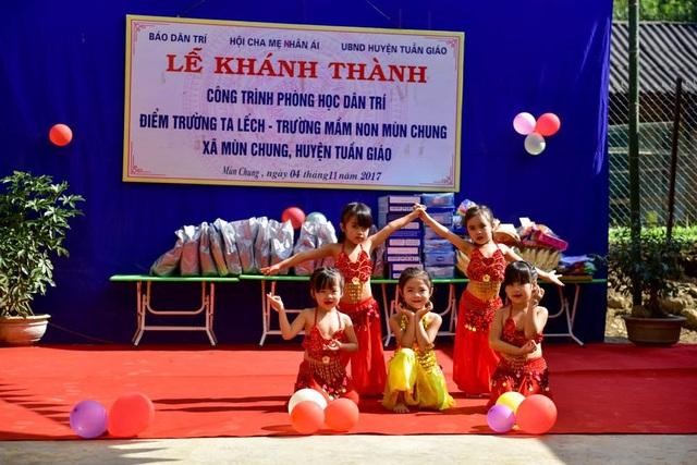 Khánh thành công trình phòng học Dân trí thứ 13 tại Điện Biên - 7