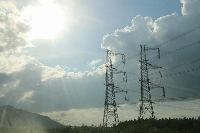 Hệ thống nguồn điện khá căng thẳng trong những ngày nắng nóng cao độ ở miền Bắc và một số tỉnh miền Trung