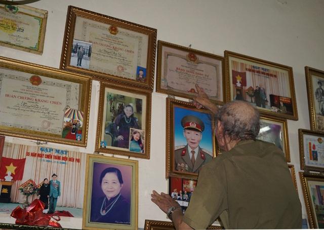 Những đóng góp của ông cùng gia đình trong 2 cuộc kháng chiến chống Pháp và chống Mỹ cứu nước được Đảng, Chính phủ và Nhà nước ghi nhận