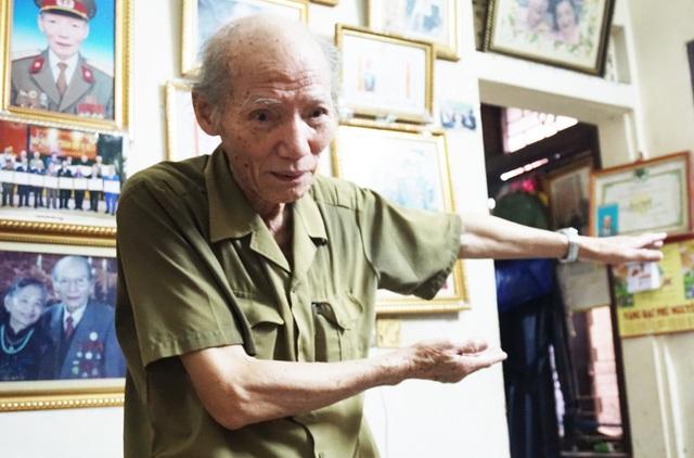 Bằng mắt thường, ông Sỹ cùng các đồng đội đã đo khoảng cách từ đỉnh Pú Hồng Mèo đến sân bay Mường Thanh, lập trận địa cối 82 ly để từ đó phát hiện ra các trận địa pháo của địch ở tập đoàn cứ điểm Điện Biên Phủ