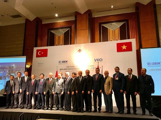 Thủ tướng Nguyễn Xuân Phúc và Thủ tướng Thổ Nhĩ Kỳ tham dự Diễn đàn doanh nghiệp sáng nay (24/8)