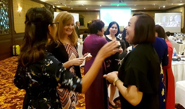 Các đại biểu về tham dự Hội thảo về Diễn đàn Kết nối Doanh nghiệp do Phụ nữ làm chủ với thị trường Đông Á ngày 29/9 tại TP Huế trong khuôn khổ APEC 2017