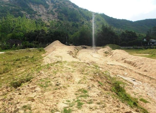 Ruộng bỏ hoang vì doanh nghiệp khai thác đá
