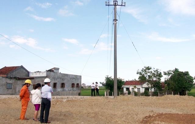 Dù nhiều lần nhắc nhở nhưng doanh nghiệp Thời Quán vẫn cố tình xây dựng cây xăng dưới đường dây cao thế 22KV
