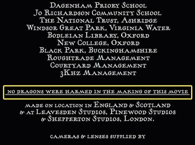 """Nếu là người tinh ý, bạn sẽ nhận ra rằng, trong phần credit của bộ phim """"Harry Potter và chiếc cốc lửa"""", nhà sản xuất đã chèn thêm một dòng ghi chú khá hài hước: """"Không có chú rồng nào bị làm hại trong quá trình sản xuất bộ phim này""""."""
