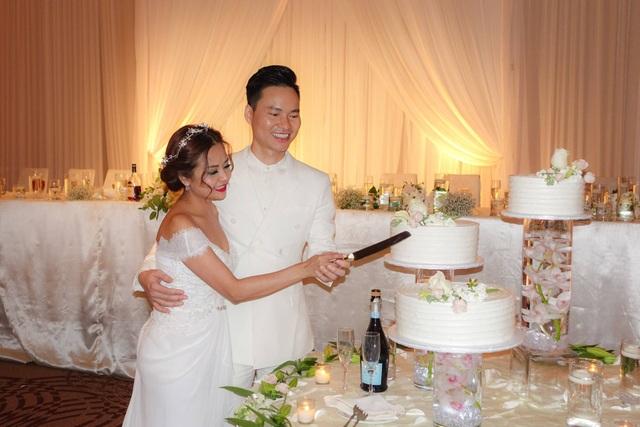 Cảm thấy không thể chịu nổi sự dẫn dắt kém duyên của Việt Hương và Hoài Tâm, nữ ca sĩ Hương Lan và chồng đã bỏ về khi đám cưới mới bắt đầu. Ảnh: HL.