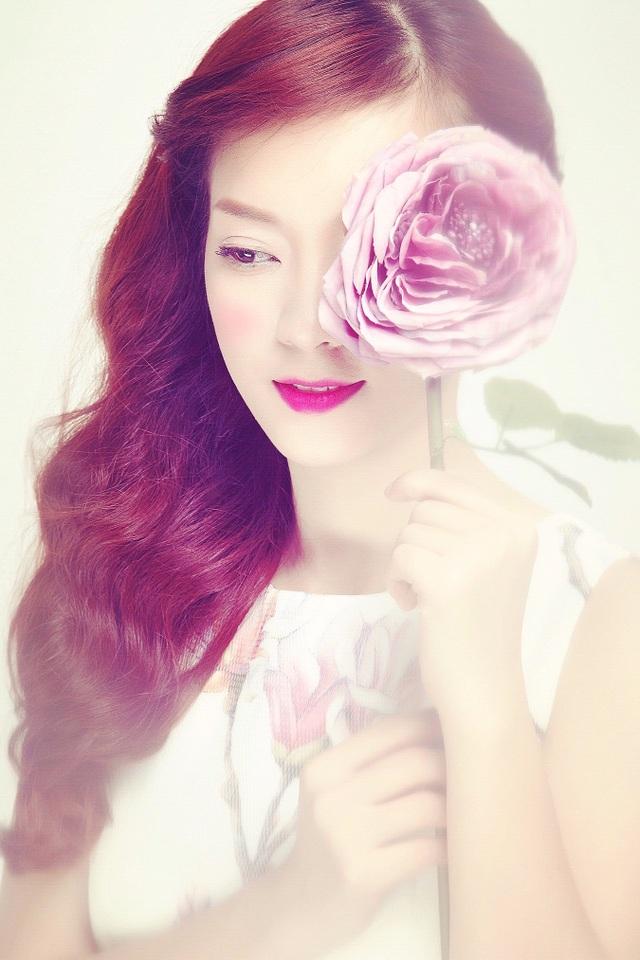Hình ảnh ngọt ngào và nữ tính của Đinh Hương