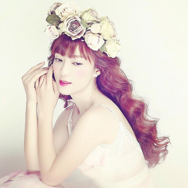 Trước đó, Đinh Hương tung ra sản phẩm dành cho những bạn còn độc thân, hay có người yêu nhưng vẫn cảm thấy cô đơn như mình thì trong ngày Valentine cô nhận được bó hoa khá xinh xắn.